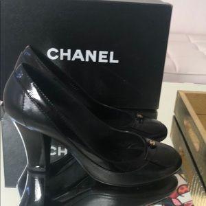 Chanel pump black leather patent trim